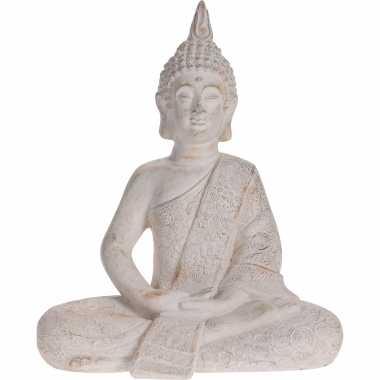 Zittend boeddha tuinbeeld antiek creme 37 cm